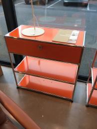 Odrè En'Ryll USM orange vitrine
